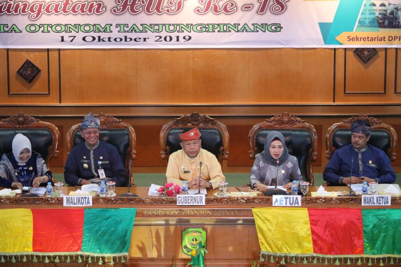 Ketua dprd Tanjungpinang dan wali kota syahrul saat paripurna hut kota otonom Tanjungpinang ke18 tahun